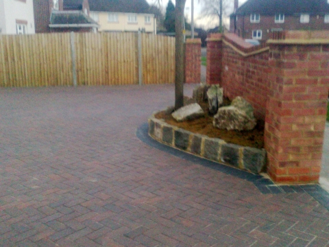 B LANDSCAPING AND FENCING 4